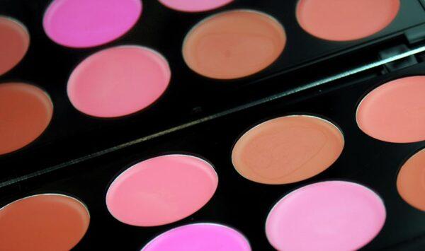 maquillaje con colorete en crema